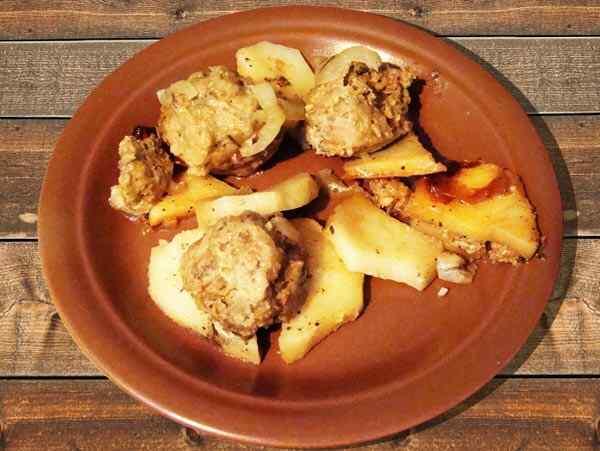 Картошка с шариками из фарша в мультиварке