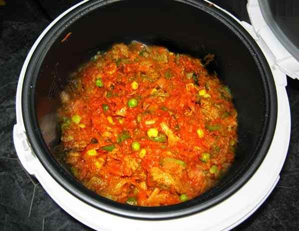 Говядина в мультиварке сочная с овощами