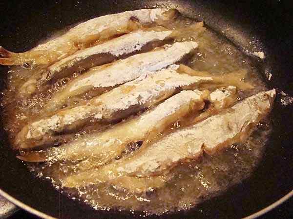 Жареная мойва на сковороде рецепт с корочкой