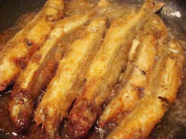 Рецепт жареной мойвы в муке на сковороде
