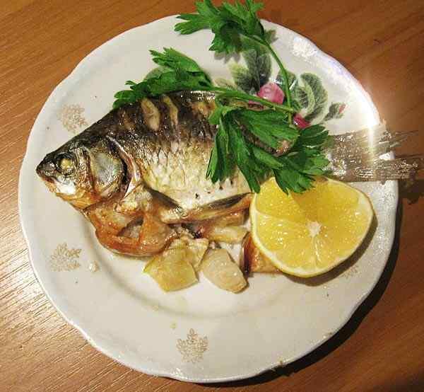 Фаршированная рыба в мультиварке На одно филе выложите приготовленную