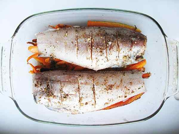 Рыба тушеная в мультиварке