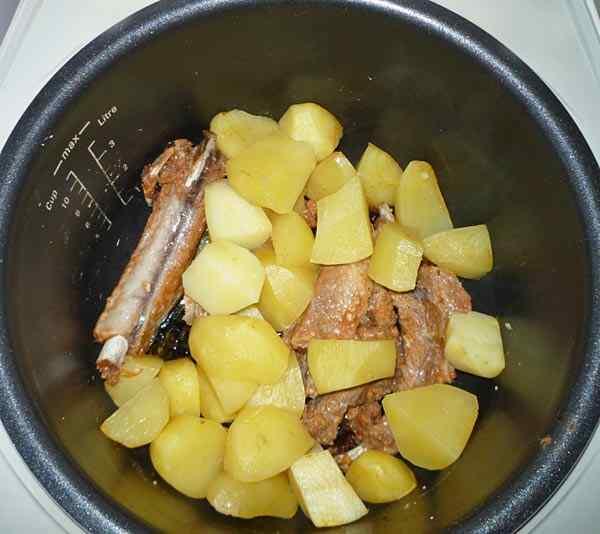 Ребрышки с картошкой в мультиварке