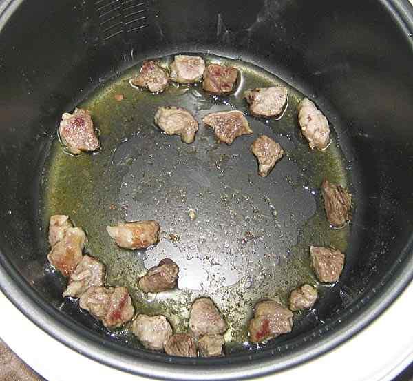 Макароны со свининой в мультиварке