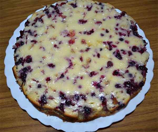 Пирог в мультиварке со смородиной