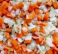 Обжариваем лук с морковью в режиме Выпечка