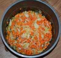 Обжариваем лук и морковь для плова в мультиварке