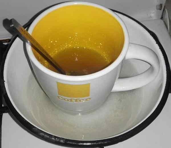 Заливаем желатин теплой водой на час
