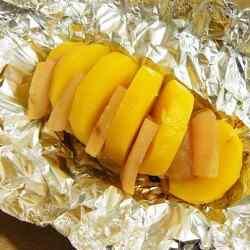 Порция картошки в фольге в мультиварке