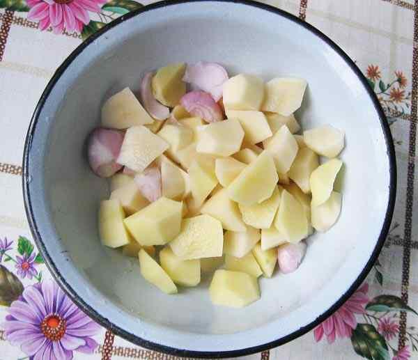 Чистим картошку и лук
