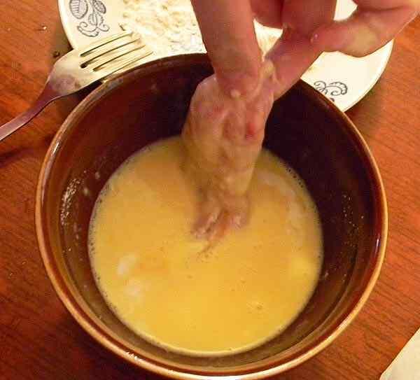 Окунаем куриное филе в кляр