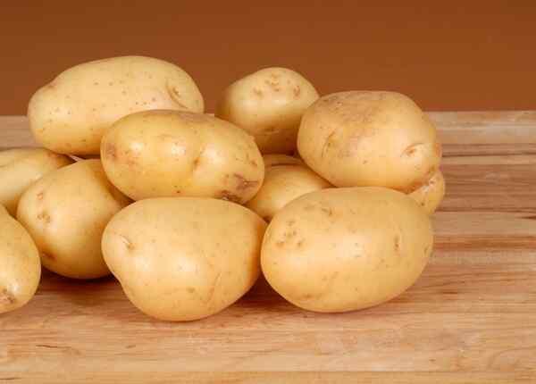 Моем картошку в проточной воде