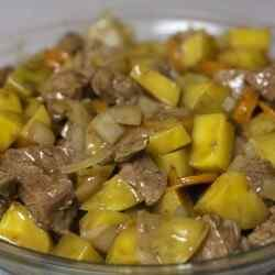 Говядина с картошкой в мультиварке с подливкой из соевого соуса