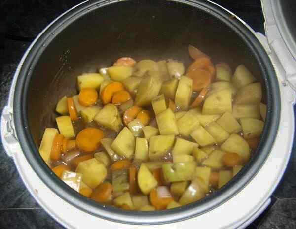 Готовим вместе говядину с молодой картошкой в мультиварке