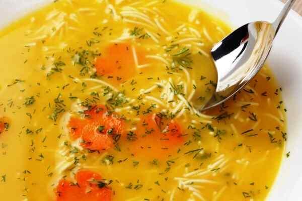 За 10 минут до конца готовки добавляем в суп вермишель