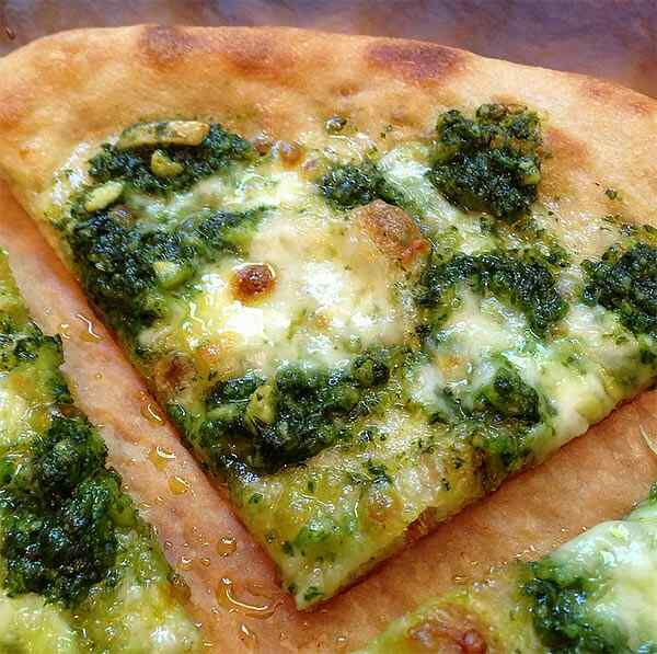 Рецепт пиццы в мультиварке с моцареллой и шпинатом