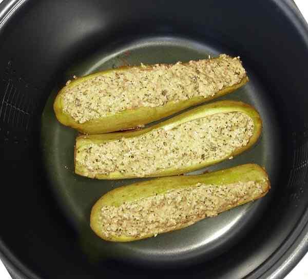 Запекаем кабачки с фаршем и сыром в мультиварке