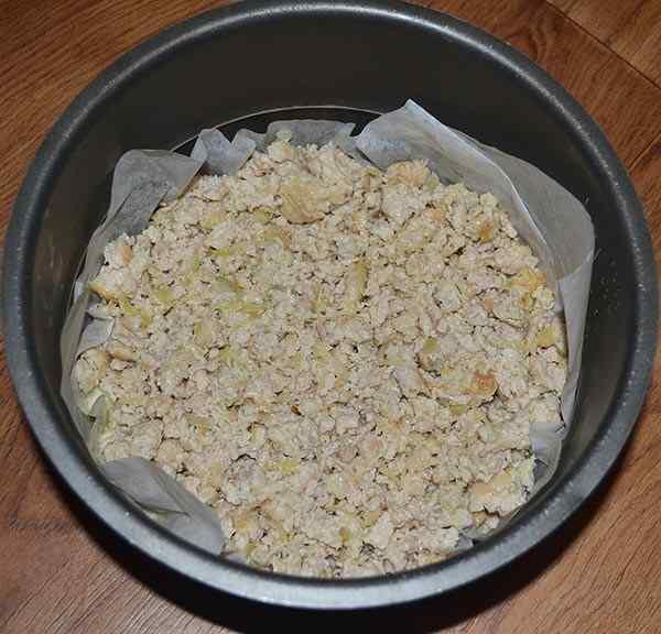 Поверх слоя риса выкладываем фарш