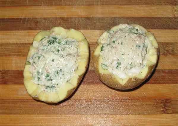 Запекаем фаршированную картошку в мультиварке
