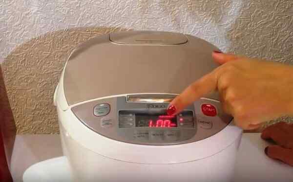 Готовить бисквит в мультиварке в режиме Выпечка