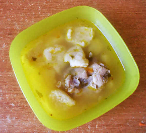 Порция супа с клецками
