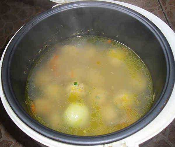 Вкусный куриный суп в мультиварке