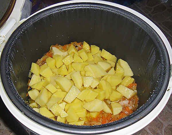 картошка тушёная с капустой и мясом в мультиварке