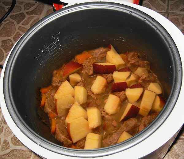 Добавляем яблоки к говядине
