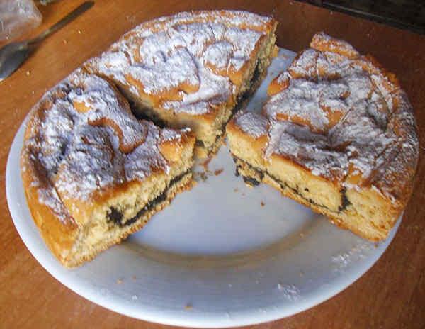 Кусочек пирога с маком в мультиварке