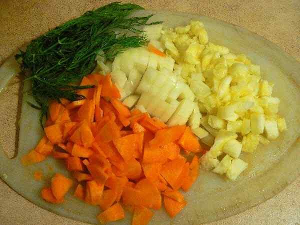 Измельчаем овощи и зелень