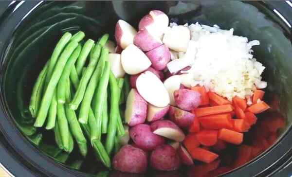 Нарезаем овощи