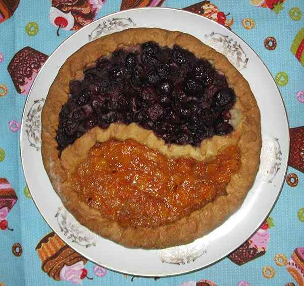 Пирог из рассыпчатого теста с вареньем