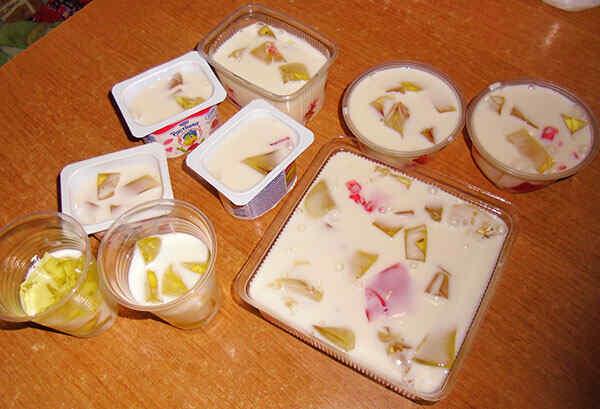 Десерт из желе и сметаны битое стекло