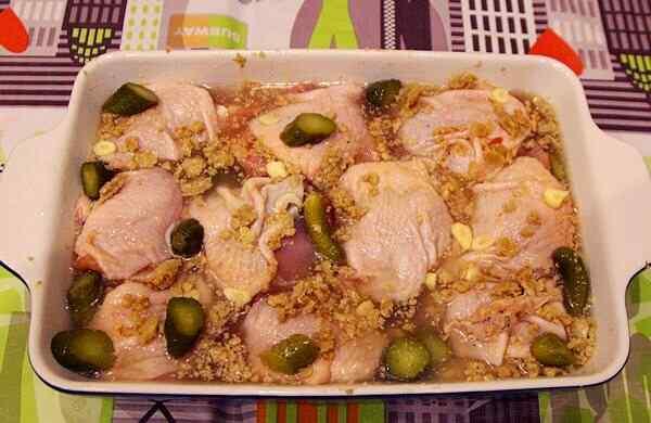Как запечь куриные бедра в духовке