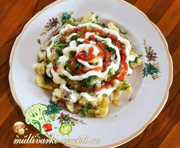 Картошка с грибами в сметане в мультиварке