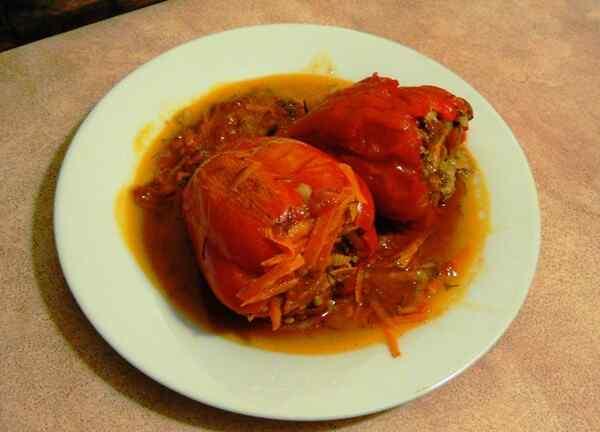 Фаршированный перец отлично готовится в мультиварке