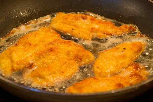 Отбивные из куриной грудки на сковороде рецепт