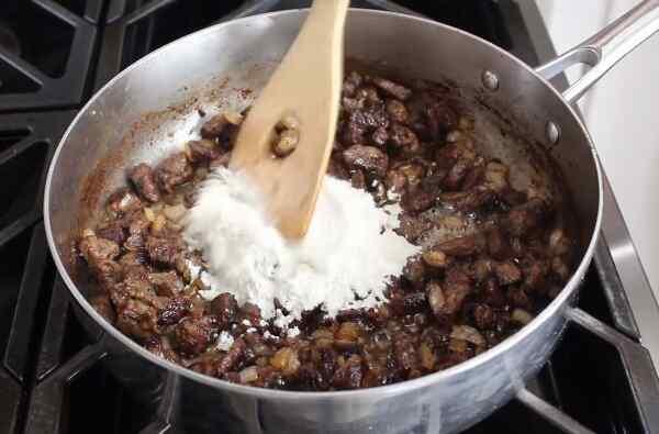 Готовим поджарку из свинины с подливкой
