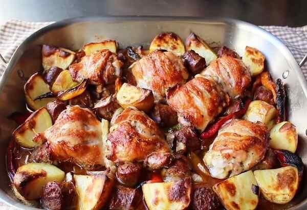 Запеченная картошка с курицей в духовке с майонезом и сыром
