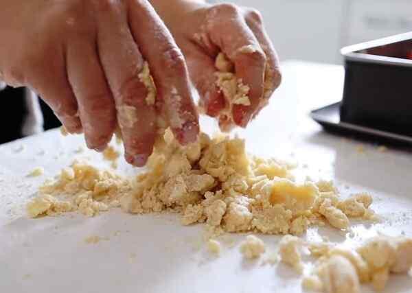 Пирог с клубникой рецепт с фото пошагово