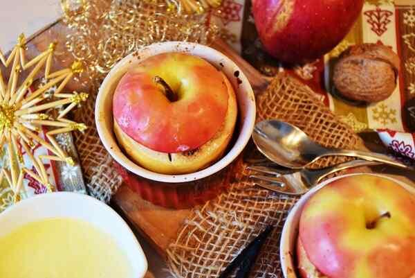 Как запечь яблоки в духовке целиком рецепт