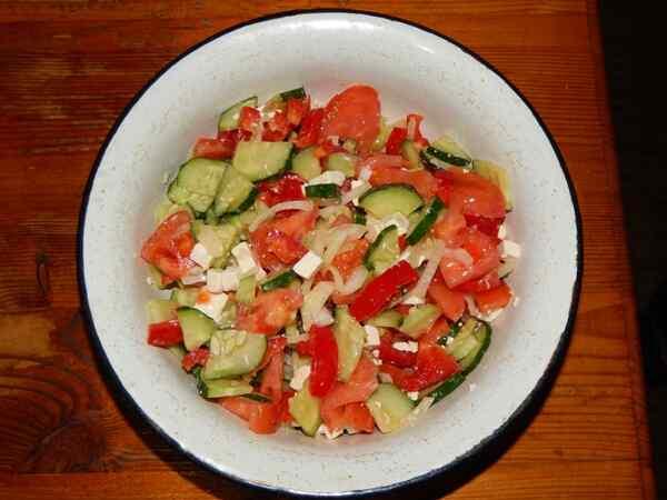 Вкусный салат из огурцов и помидоров свежих