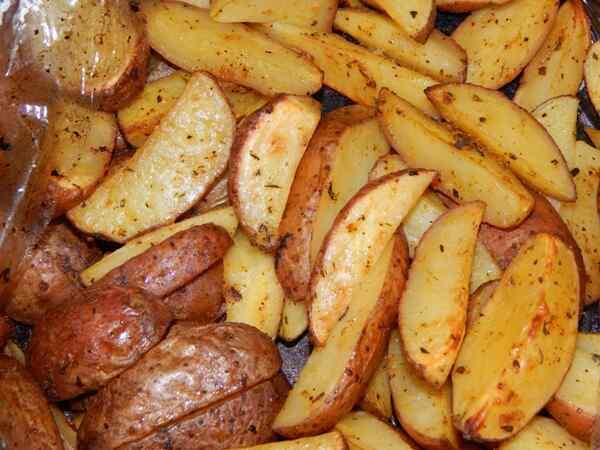 Картошка запеченная в духовке рецепт с фото