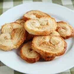 Печенье ушки из слоеного теста рецепт
