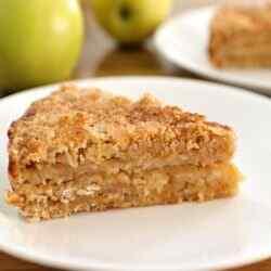 Яблочный пирог без муки с овсяными хлопьями