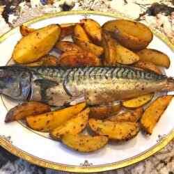 Скумбрия в духовке с картошкой в фольге
