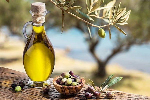 Большой выбор оливкового масла в Оливиас